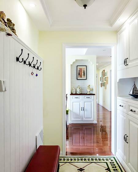 135平美式三居室玄关装修设计
