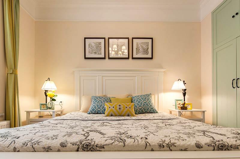 126平美式三居室卧室床品图片