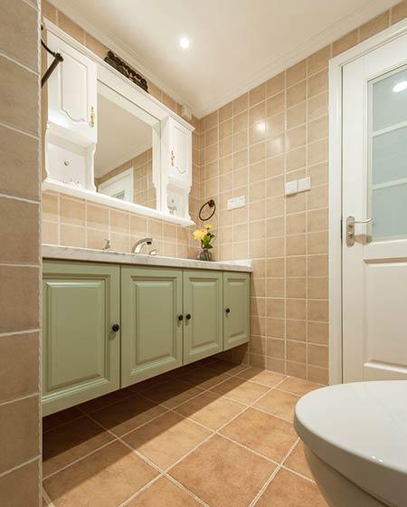126平美式三居室卫生间装修