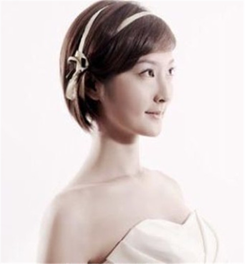 新娘短发的造型会给人一种俏皮可爱的感觉,同时还能体现时尚感哦,看完