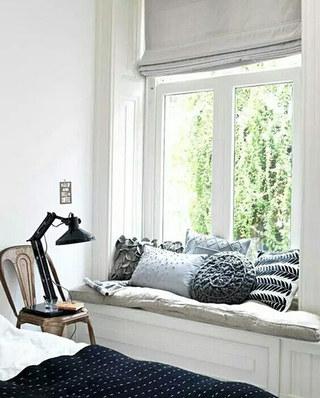 小户型卧室飘窗装修图