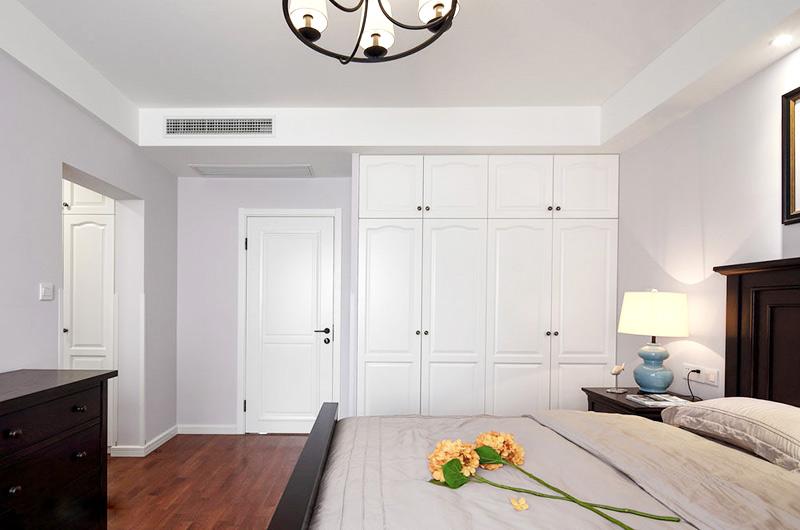 140平美式风格四居卧室衣柜设计图