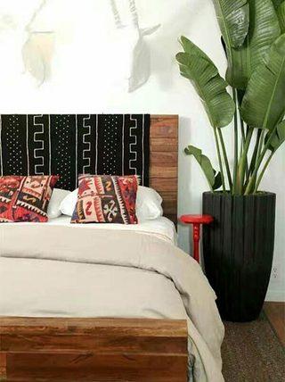 卧室木制床头装修装饰效果图