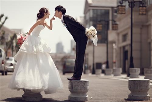 青岛婚纱摄影店哪家好 青岛团购婚纱照价格