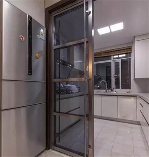 室内厨房门装修效果图 美观实用厨房门设计
