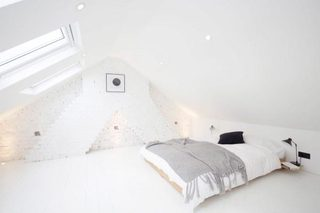阁楼卧室裸砖背景墙图片