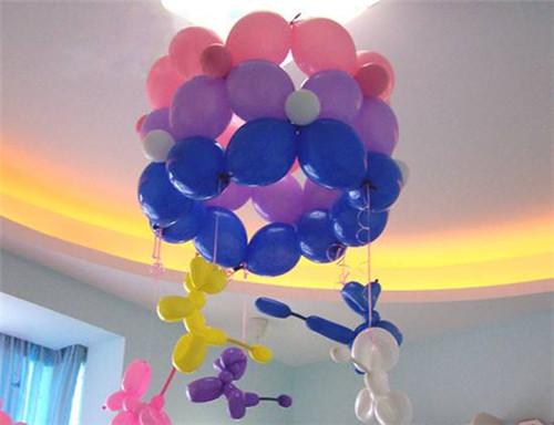 气球装饰图片婚房 用气球装饰婚房的效果
