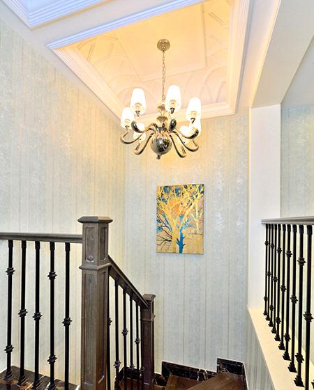 108平新古典风格二居楼梯吊灯设计