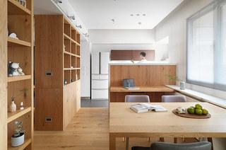 简约风格二居室装修木质餐桌图片