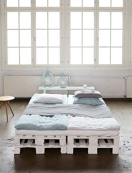 卧室木板床布置摆放图