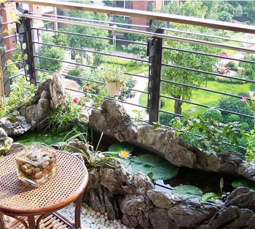 将阳台变成你的小花房吧,这样不仅可以呼吸新鲜空气与阳光亲密接触图片