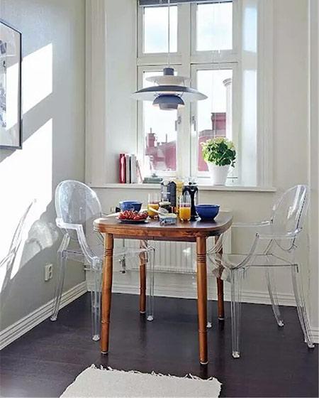 小户型餐厅装修透明椅子设计