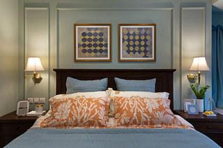 150平美式四居卧室背景墙装饰画