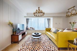 98平美式风格三居客厅吊顶装修