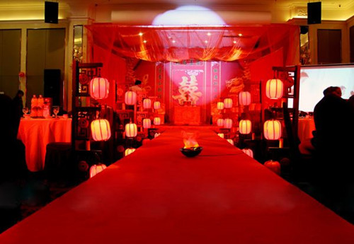 中国式婚礼流程: 6,拜别:新人上香祭祖,然后新娘还要和父母道别,父亲图片