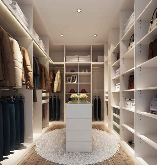 这款小房间设计成衣帽间,可以容纳全家人的衣服,省去了卧室中的衣柜图片