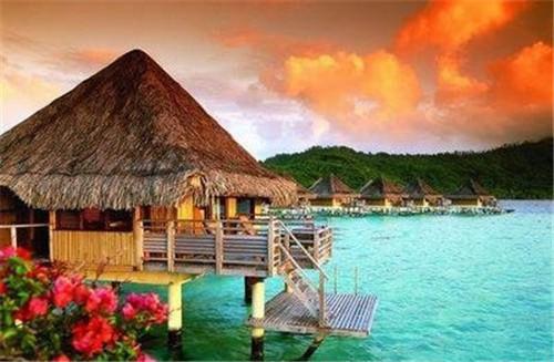 普吉岛是泰国著名的美丽岛屿,每年的十一月到第二年的四月是岛屿的