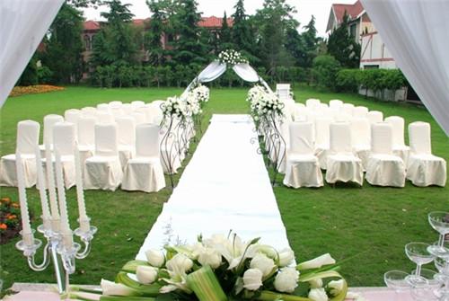 西式草坪婚礼多少钱 草坪婚礼需要准备什么东西图片