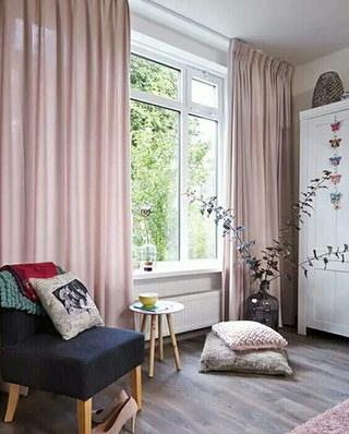 客厅轻薄单色窗帘设计图片