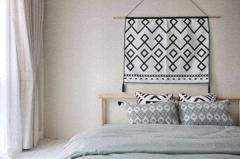 120平日式风格三居卧室床品图片