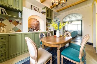 130平地中海风格三居木质餐桌图片