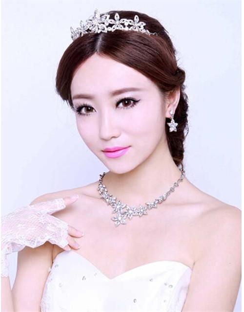 影楼新娘造型图片欣赏 2017流行新娘发型推荐