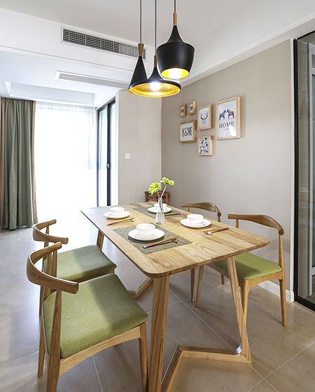 北欧风格婚房装修木质餐桌图片