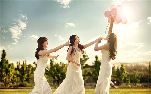 闺蜜婚纱照姿势怎么摆 拍闺蜜婚纱照要多少钱