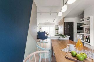 北欧风格公寓装修木质餐桌图片