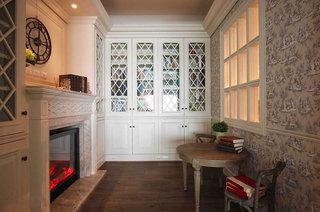 法式风格三居室壁炉装修效果图
