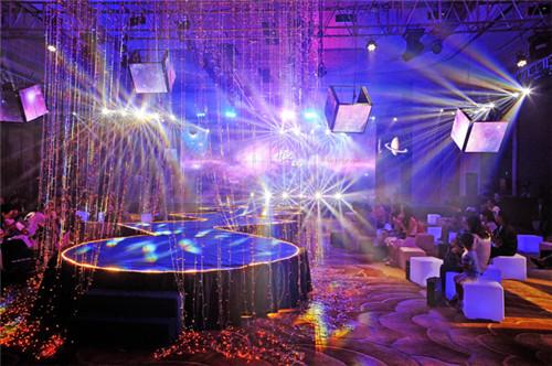 婚礼开场灯光秀欣赏 哪些歌适合做灯光秀音乐