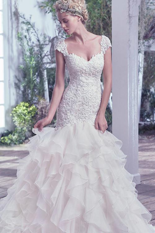 金牛座处事风格低调,气质优雅,穿上宫廷风的婚纱礼服让金牛座仿佛成