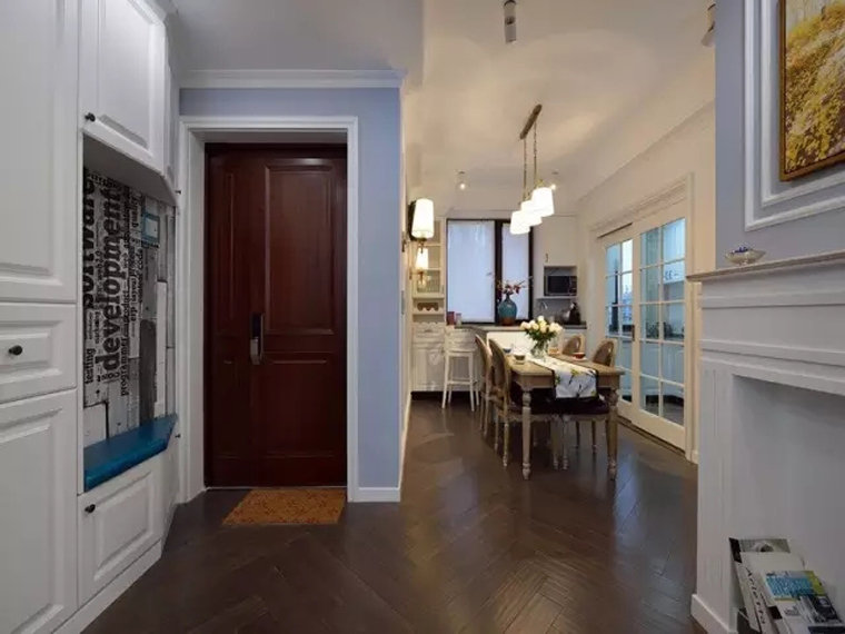 100平美式风格三居室玄关设计