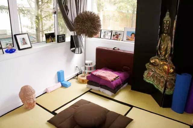 卧室榻榻米装饰摆放图