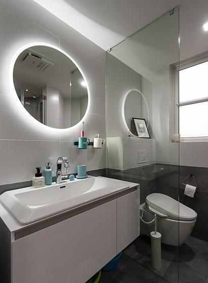 140平简约风格三居室装修卫浴效果图