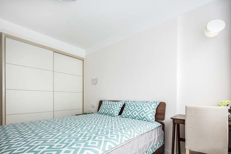 北欧风格卧室衣柜布置图
