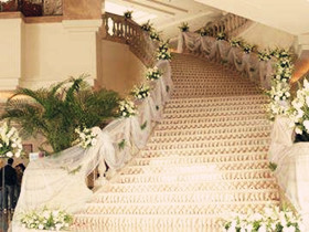 婚礼楼梯扶手装饰效果图 装饰婚礼扶梯的技巧大全