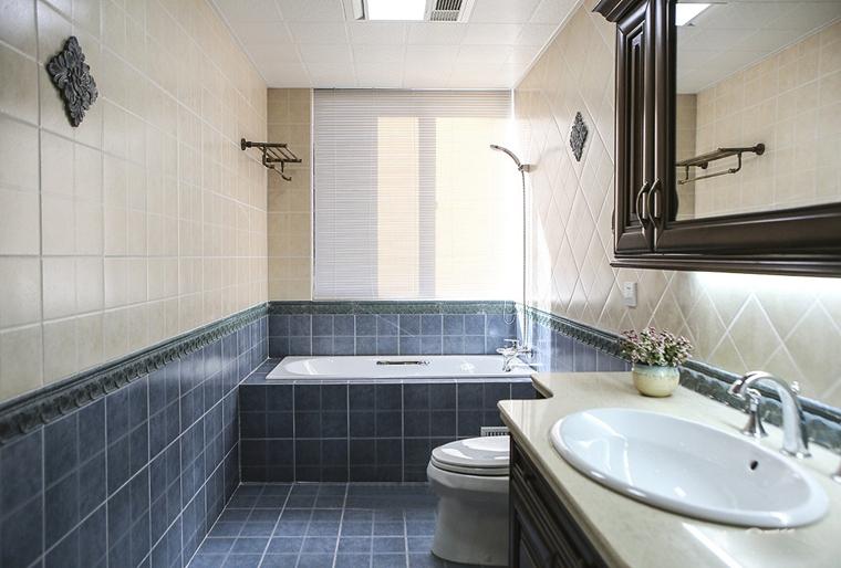 10万半包三居室装修浴室效果图