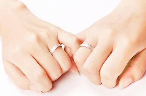 食指戴戒指的意义 五个手指带戒指的意义图片