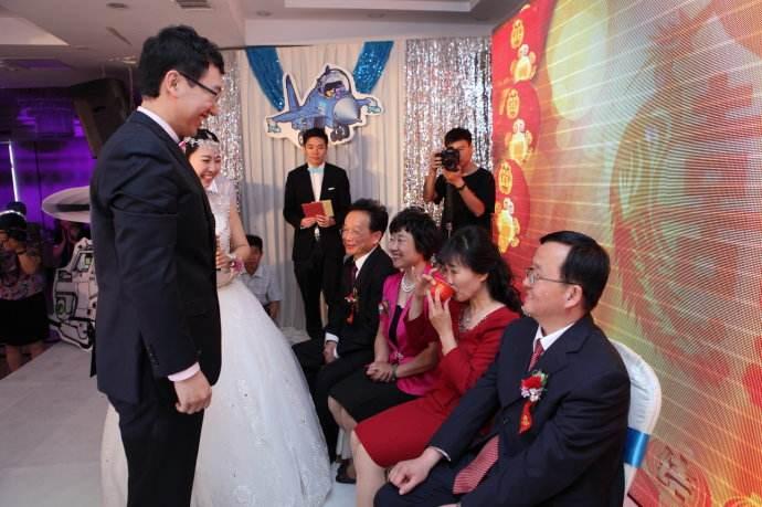 长沙婚纱定制支招父亲在女儿婚礼上的衣服怎样搭配