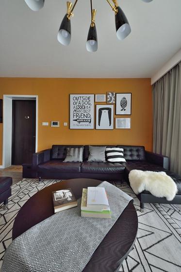 20万半包三居室装修客厅地毯图片