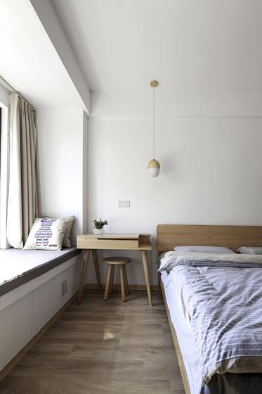 90平日式风格两居室装修床头柜图片