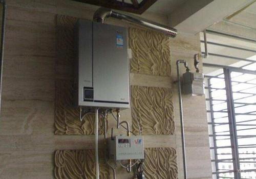 要经常检查燃气热水器的管道是否完好,有无老化,漏气等现象,发现问题图片