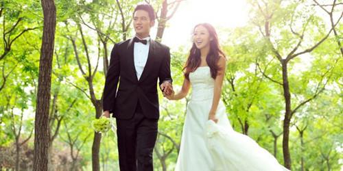 结婚新郎礼服怎么选7月份结婚新郎穿什么