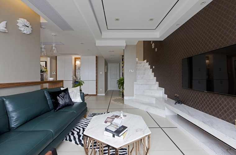 120平复式房装修电视背景墙