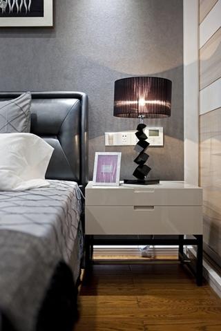 120平复式房装修床头柜图片