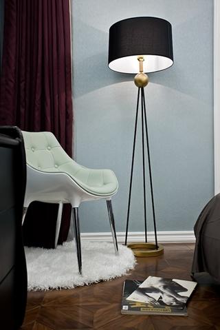 130平三居室装修样板间地灯图片