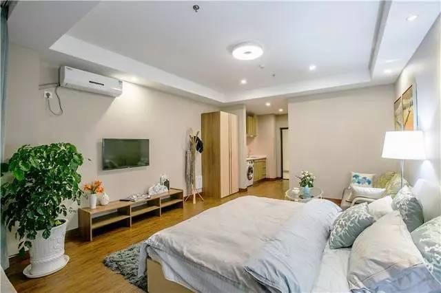 全景图吧,整体的效果是不是很棒,简约而又明亮的小空间,单身公寓就是