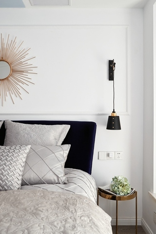 80平小户型装修卧室壁灯图片