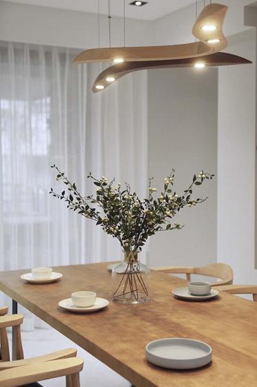 台式风格大户型装修实木餐桌